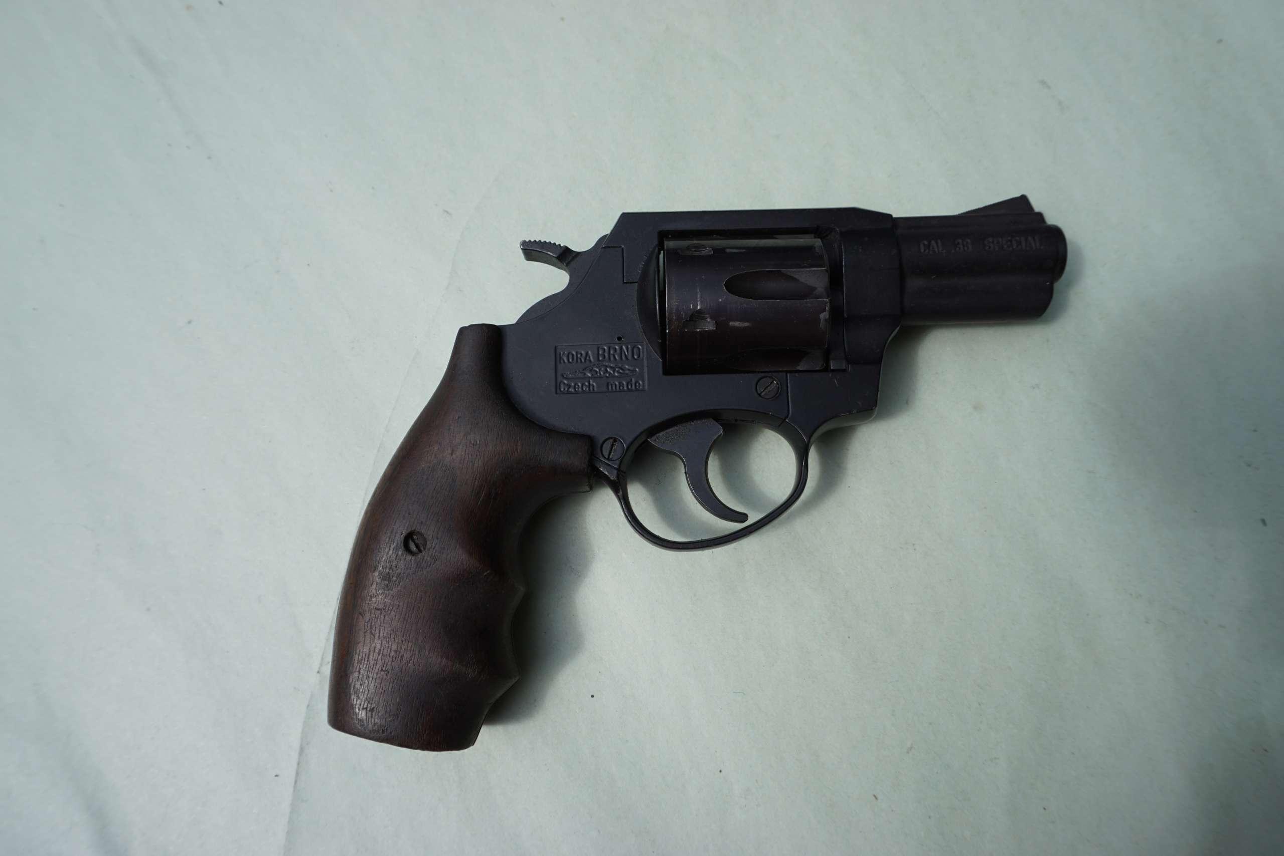 saudymo-klubas-vilniuje-pistoletas